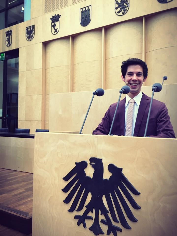 Alexander Merk zaubert im Bundesrat in Berlin